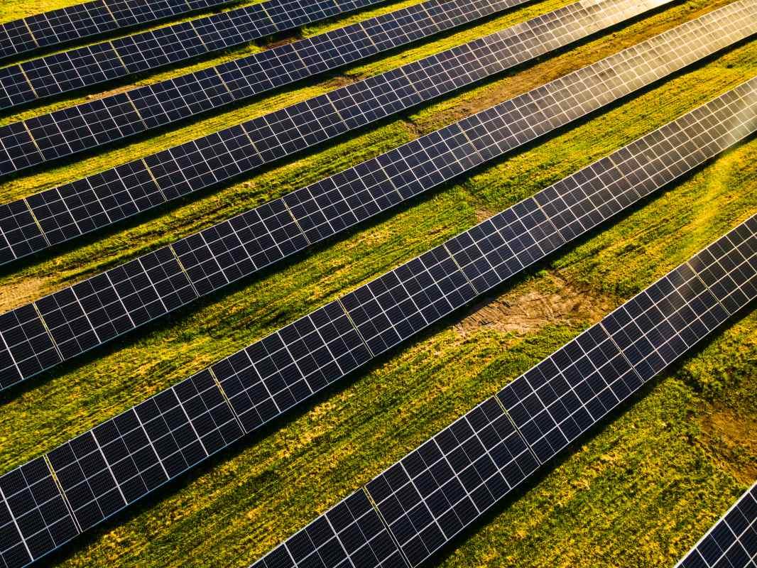 how do solar farms work