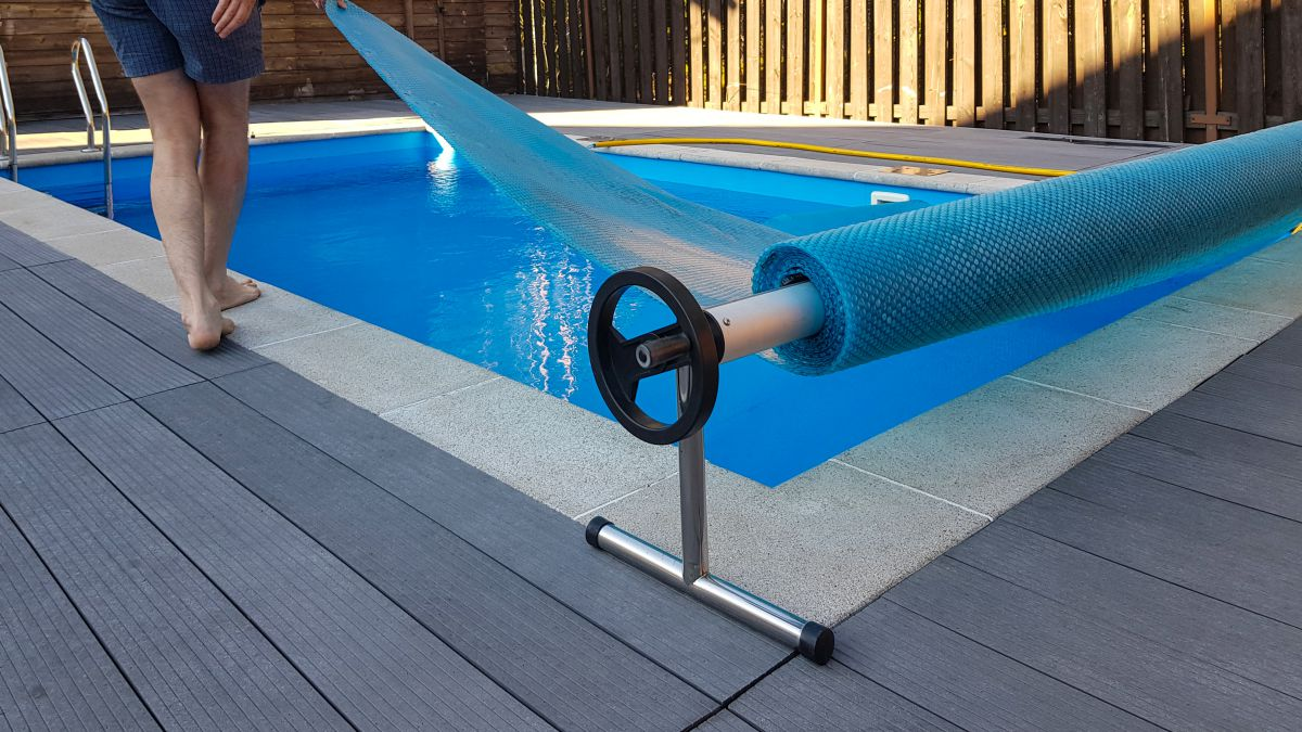 how to install a solar pool cover